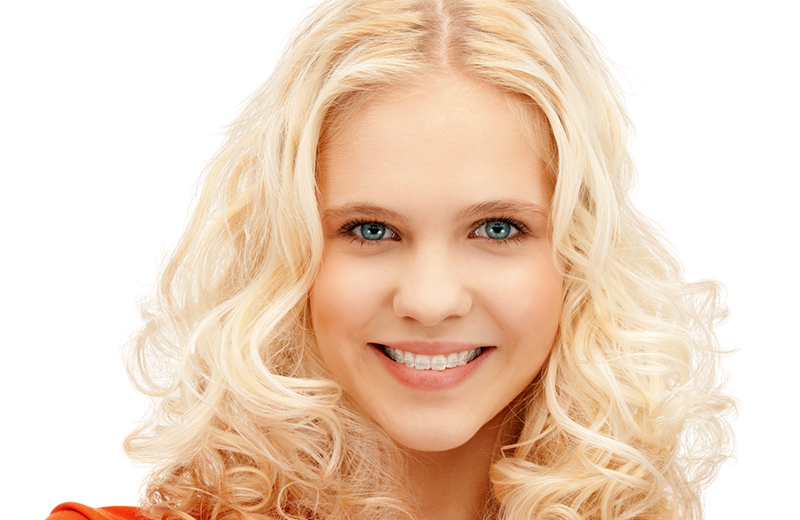 Schönes Lächeln, schöne Zähne eines Mädchens